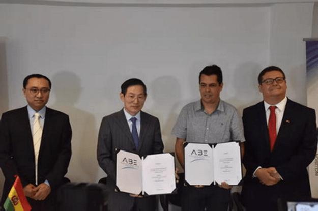 El embajador Huang Yazhong en Bolivia asiste a la ceremonia de inicio del proyecto de reforma de la estación terrestre de satélite boliviano